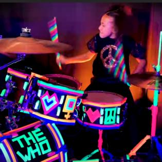 """Netissä ihastuttanut 10-vuotias muusikkolahjakkuus Nandi Bushell julkaisi versionsa The Who'n kappaleesta """"My Generation"""""""