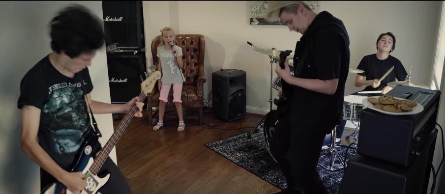 """Tämä 8-vuotias suorastaan murskaa Slipknotin """"Before I Forget"""" -kappaleen: kuuntele upea tulkinta"""