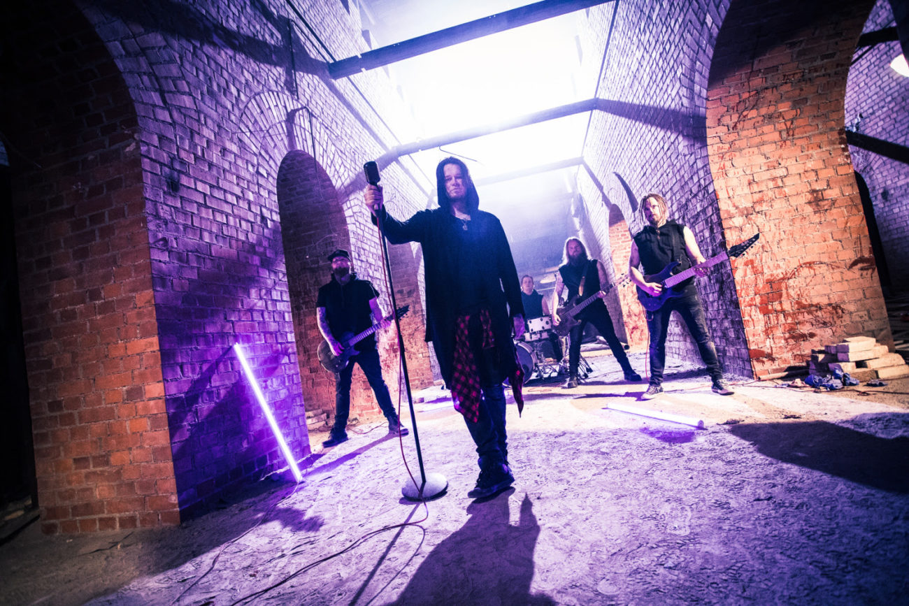 Kotimainen alternative metal -jyrä Red Eleven julkaisi neljännen albuminsa