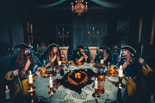 """Sabaton julkaisi omalla äidinkielellään lauletun uuden kappaleen """"Livgardet"""": biisi on omistus Ruotsin asevoimille"""