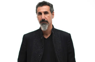 "Serj Tankianilta uusi lyrikkavideo ""Your Mom"""