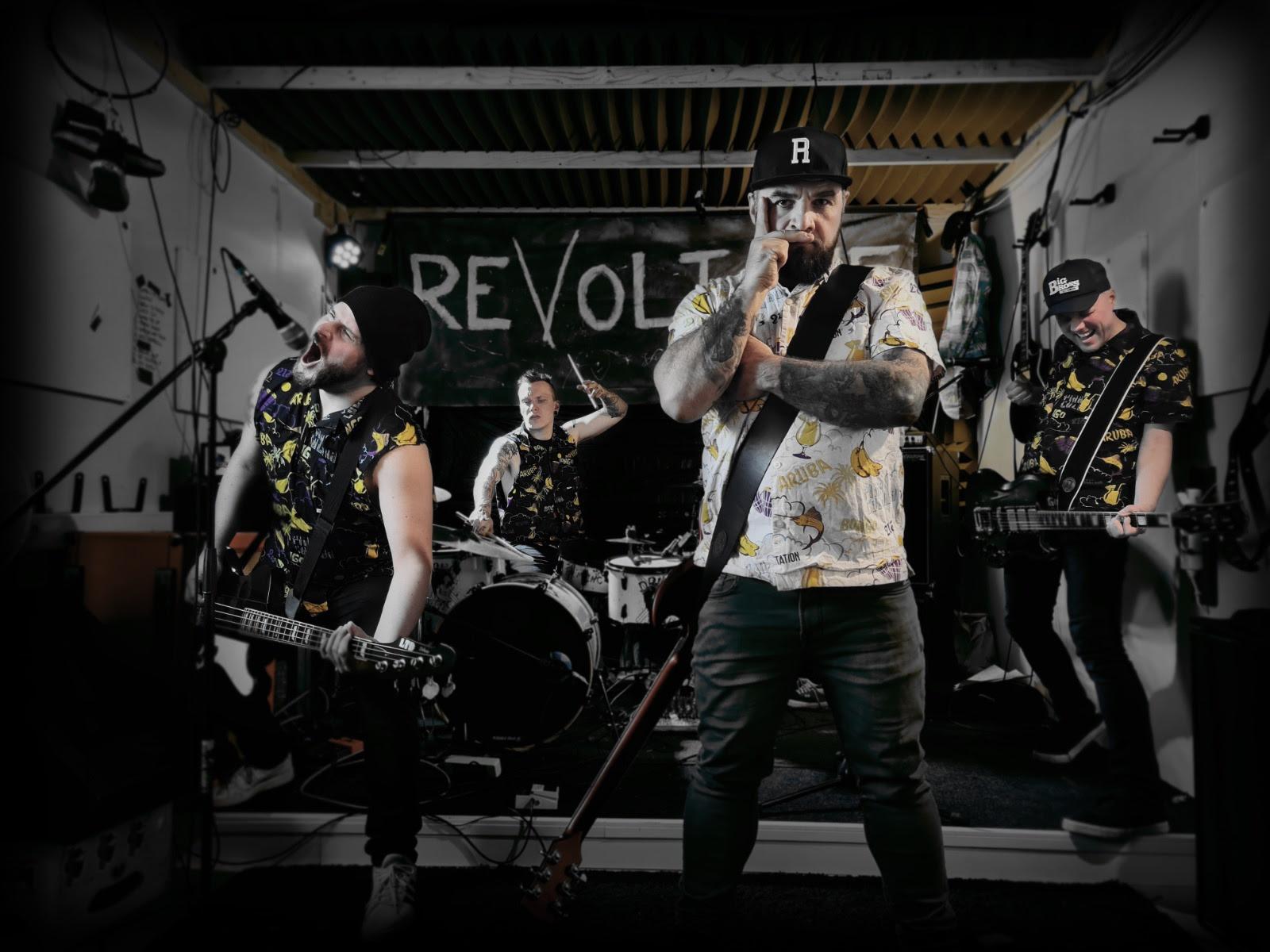 Kotimaisen punk rock -bändi Revoltonen debyyttialbumi julkaistu tänään – bändi soittaa streamkeikan illalla