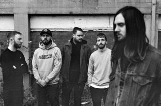 """Henkinen matka sisimpään – While She Sleeps julkaisi """"Nervous""""-kappaleen musiikkivideon"""