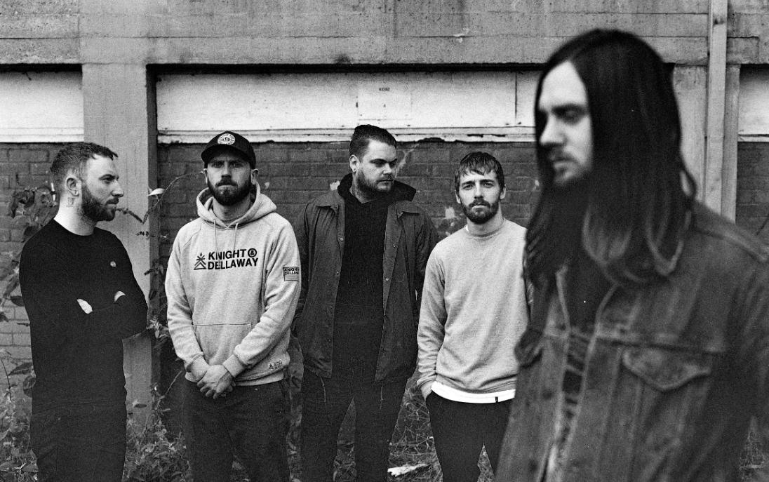 """While She Sleeps tarjoilee uuden singlen ja tulevan """"Sleeps Society"""" -albuminsa kappalelistan"""