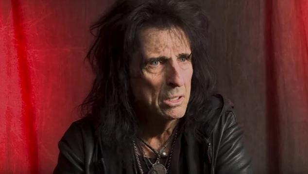 """Alice Cooper kommentoi Marilyn Mansonin kohua: """"En ole koskaan huomannut tuota puolta hänestä, vaikka olemme keikkailleet paljon yhdessä"""""""