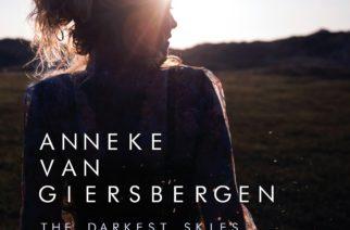 """Vahvaa tunnetta ja tunnelmaa laajalla skaalalla – arviossa Anneke van Giersbergenin """"The Darkest Skies Are The Brightest"""""""