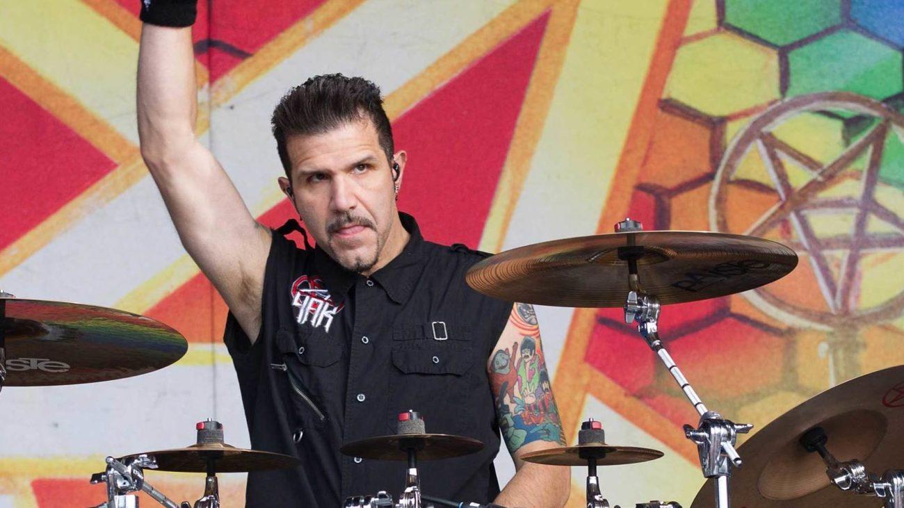 "Anthrax-rumpali Charlie Benantelta ""Silver Linings"" -coveralbumi toukokuussa"