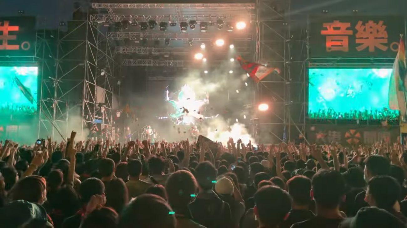 Taiwanilainen metalliyhtye Chthonic esiintyi kotimaassaan järjestetyssä Megaport Festivalissa yli 90 000 hengen yleisön edessä: videoita keikalta katsottavissa