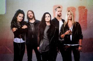 """Evanescencen Amy Lee kertoo levy-yhtiön halunneen tehdä bändistä """"Linkin Parkin naislaulajalla"""""""