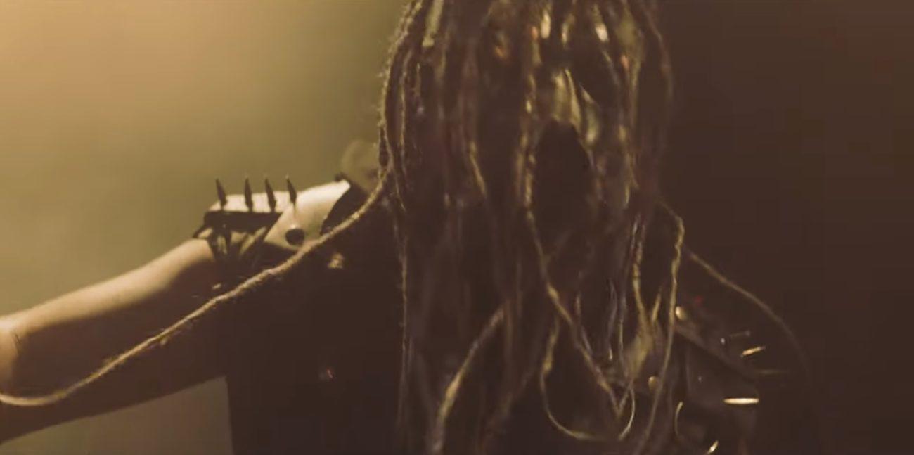 """Kappale, jota voit hyräillä vaikka suihkussa: Fear Of Domination julkaisi videon """"Dive Into I"""" -kappaleestaan"""