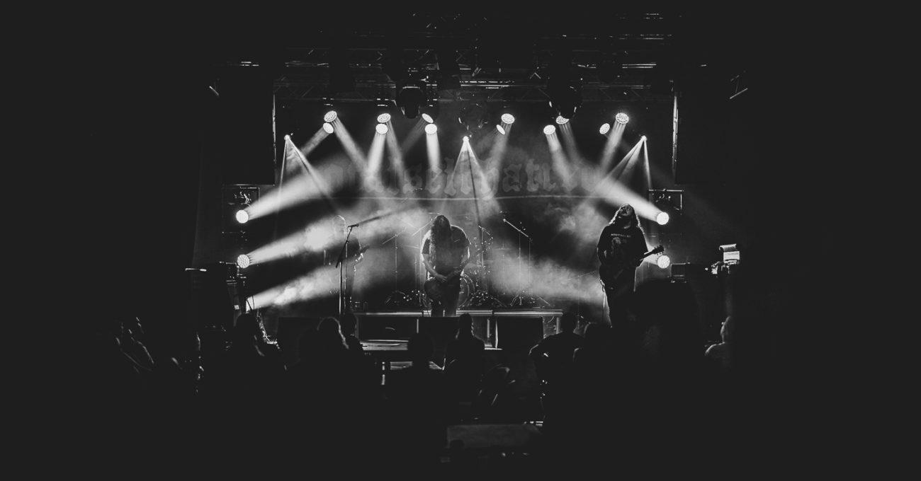 Kaaoszine yhteistyössä Helsinki Death Festin kanssa tarjoaa tänään ilmaisen livestriimin