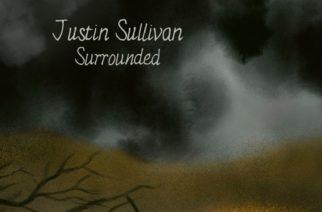 """""""Vastarannan taiteilijan entistä henkilökohtaisempi"""" – arvostelussa Justin Sullivanin """"Surrounded"""""""