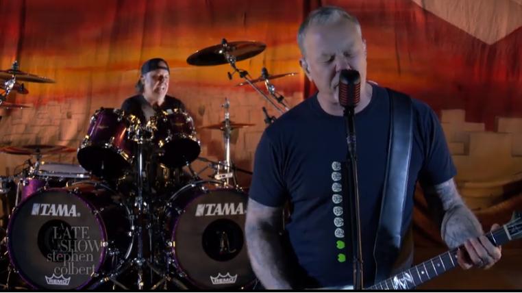 "Metallica juhlisti 35-vuotiasta ""Master Of Puppetsia"" Stephen Colbertin talk showssa"