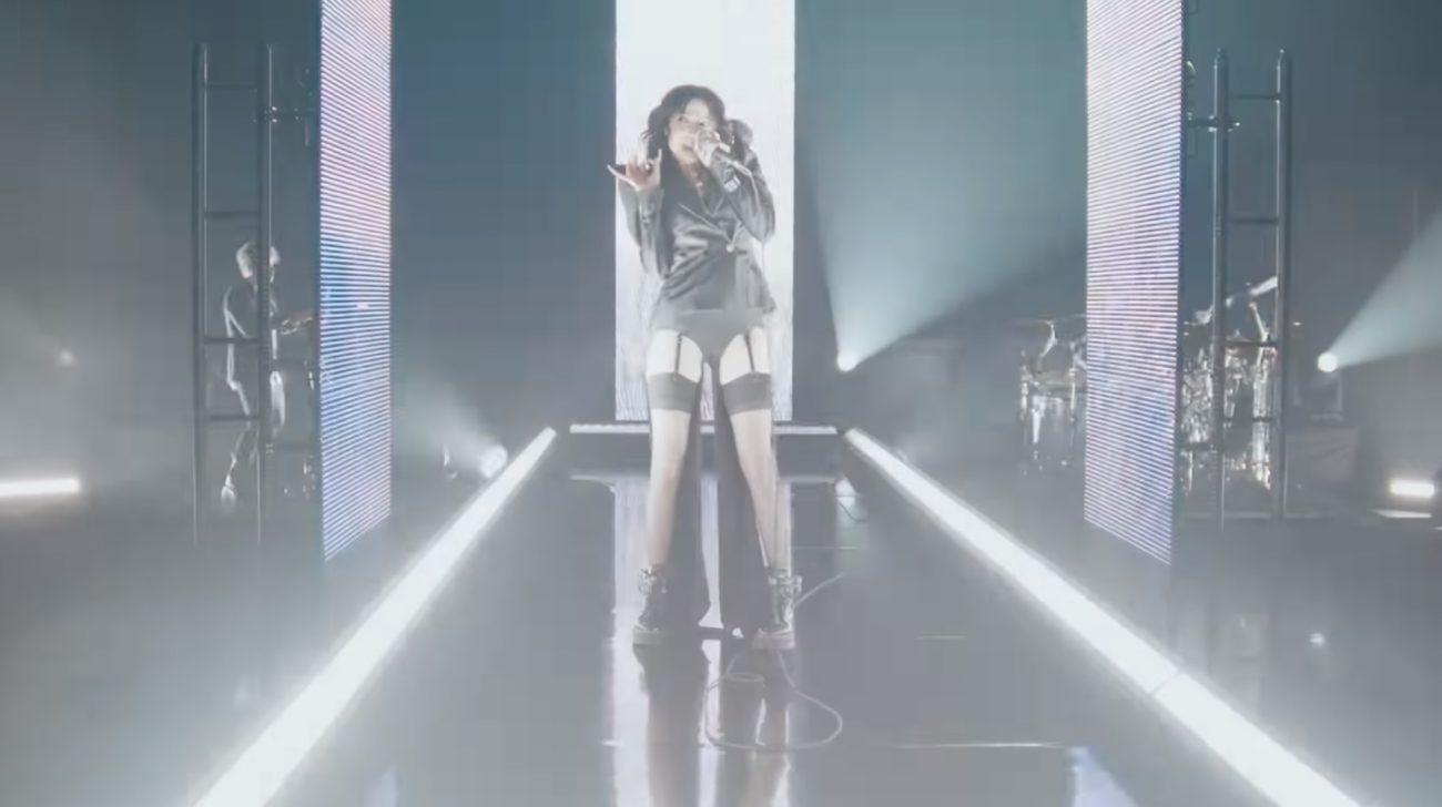 """Poppy esitti uuden """"Eat""""-kappaleensa livenä Grammyissa: video esityksestä katsottavissa"""