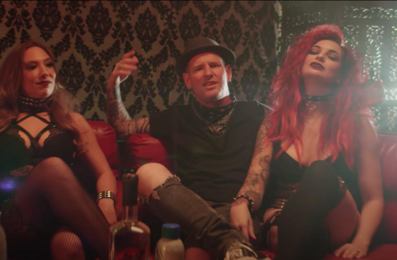 Corey Taylorin kantrihenkinen rap-rock-feattaus kummastuttaa internetissä