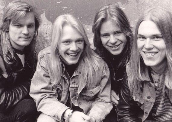 Kotimaisesta metallilegenda Stonesta kertova kirja julkaistiin nyt äänikirjana: lukijana yhtyeen laulaja-basisti Janne Joutsenniemi