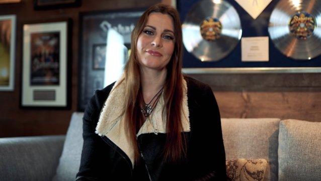 """Nightwishin Floor Jansen selventää omaa suhdettaan reaktiovideoihin bändin """"Ghost Love Score"""" -kappaleesta: """"Jotkin videoista ovat oikeasti todella hyviä"""""""