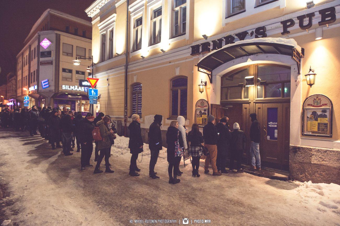 Kuopion Henry's Pubista kajahtaa viimeistä kertaa Marko Hietalan, Turmion Kätilöiden ja lukuisten kuopiolaismuusikkojen voimin