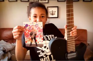 """Musen Matthew Bellamy lahjoitti muusikkolahjakkuus Nandi Bushellille oman signature-kitaransa: """"Tämä on eeppistä!"""""""