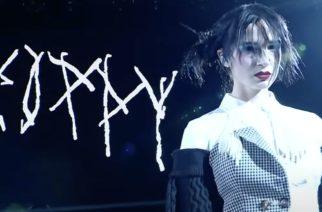 """Metallin outolintu Poppy esitti uuden """"Say Cheese"""" -kappaleen showpainitapahtuma WWE NXT Takeoverissa"""