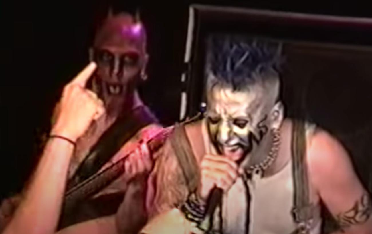 Comebackin tehnyt Mudvayne oli kovassa vedossa New Yorkin CBGB-klubilla vuonna 2000