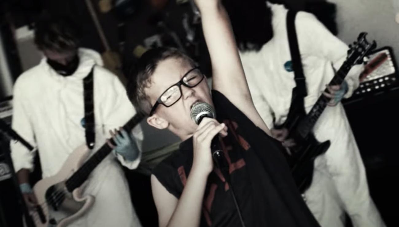 """Näin pölähtää 10-vuotiaalta Rage Against The Machine -klassikko """"Freedom"""""""