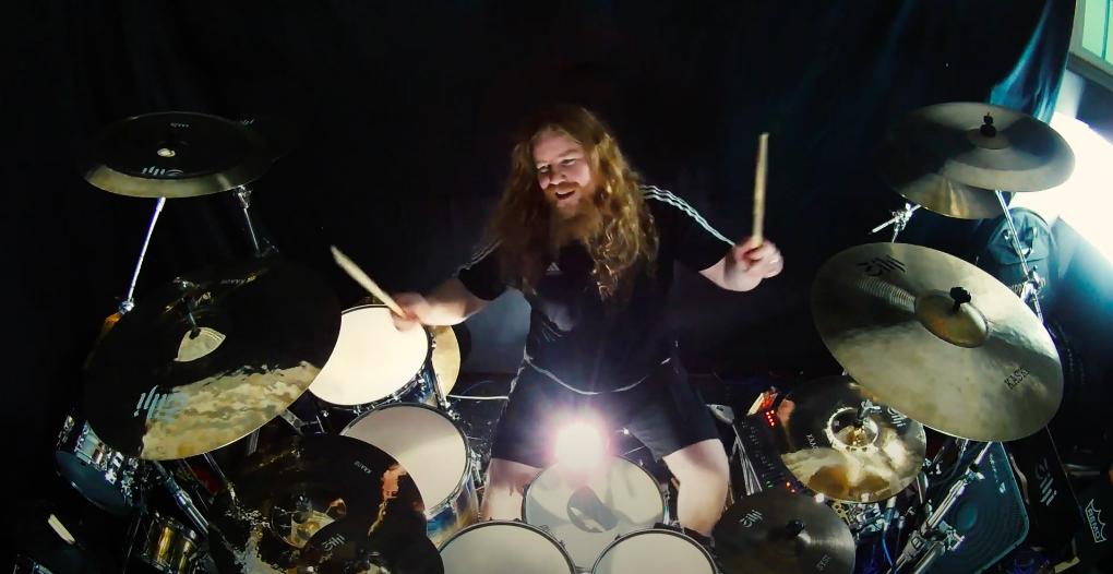 """Atte Palokangas julkaisi rumpuvideon Beast In Blackin kappaleesta """"This Is War"""""""