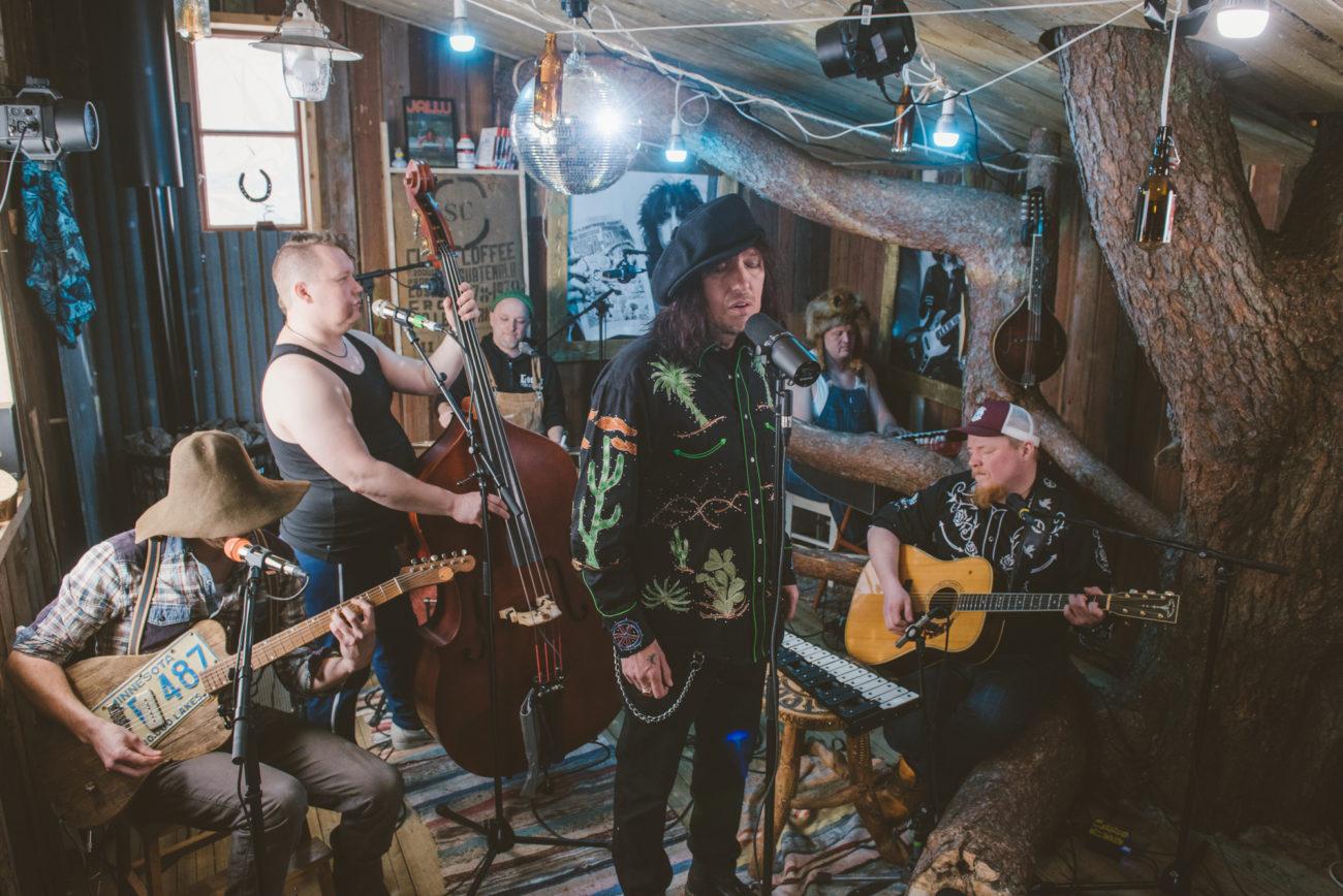 Sami Yaffa tulkitsee tuntojaan laulajana ja taidemaalarina – Seagulls' Nestin neljäs jakso julkaistaan 20.5.
