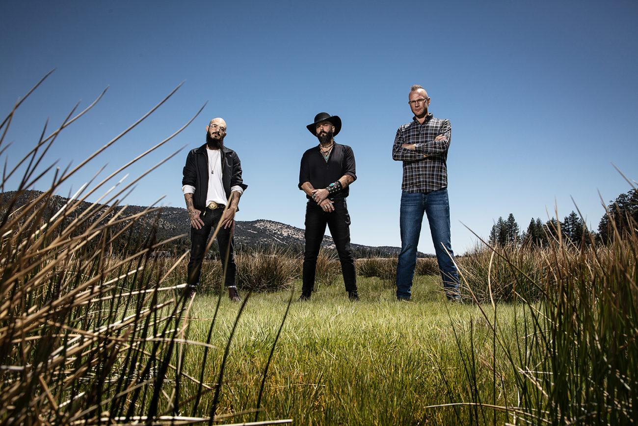 "Killwitch Engage -kaksikon kipparoimalta Times Of Gracelta video ""Songs Of Loss And Separation"" -kappaleesta"