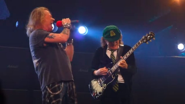"""Chris Slade kertoo Axl Rosen istuneen hyvin AC/DC:n riveihin: """"Se oli upeaa alusta alkaen"""""""