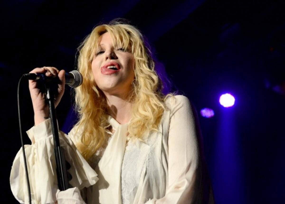 Nirvana-rojalteja hamunnut ja Trent Reznoria pedofiiliksi syyttänyt Courtney Love pahoittelee sanomisiaan