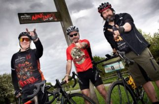 Iron Maidenin Bruce Dickinson pyöräili hyväntekeväisyyteen yli miljoona puntaa