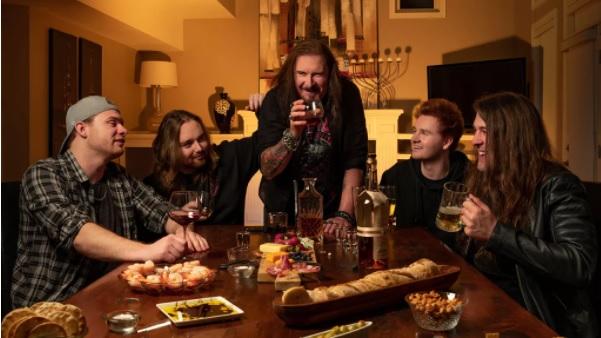 """Dream Theaterin James LaBrien tulkinta Mötley Cruen """"Kickstart My Heart"""" -klassikosta kuunneltavissa"""