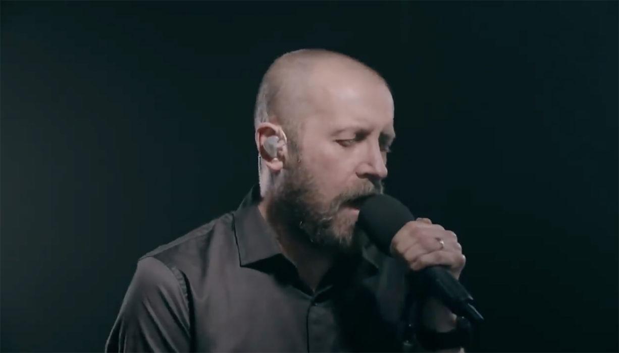 """Paradise Lost julkaisi tulevalta livealbumiltaan toisen videomaistiaisen: heittäydy """"One Second"""" -kappaleen livetunnelmaan"""
