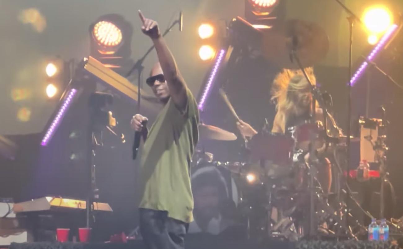 Koomikko Dave Chappelle nousi lavalle Foo Fightersin kanssa Madison Square Gardenissa