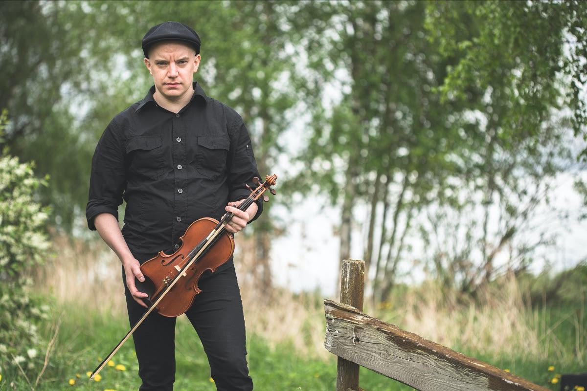"""Turisas-viulisti Olli Vänskältä """"Deadline""""-soolosingle – """"Pitää tehdä ne itselle tärkeät jutut silloin kun aikaa vielä on"""""""