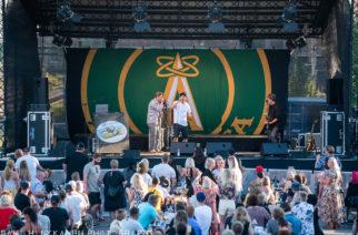 Atomirotta tanssitti yleisöä Turun Logomon terassilla – Katso kuvat keikalta