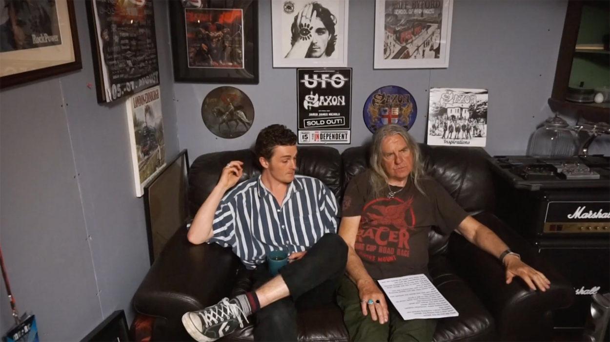 Saxonin Biff Byfordin ja hänen poikansa Seb Byfordin Heavy Water julkaisi levyn teosta lyhytdokumentin