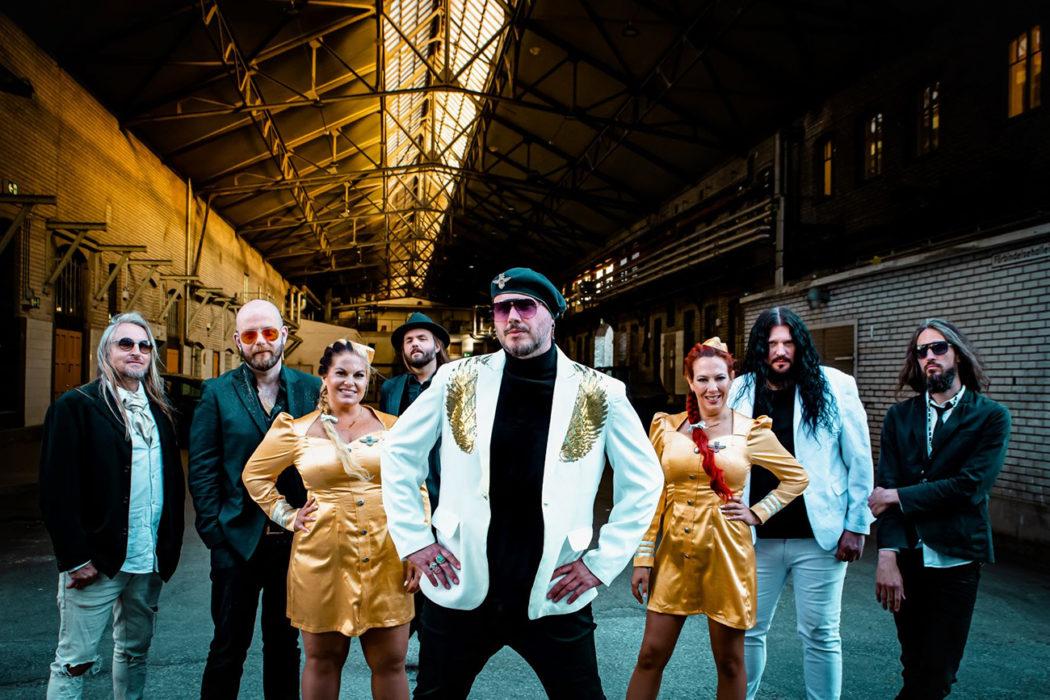 """The Night Flight Orchestra julkaisee uuden """"Aeromantic II"""" -albumin syyskuussa: kuuntele levyltä """"Chardonnay Nights"""" -biisi"""