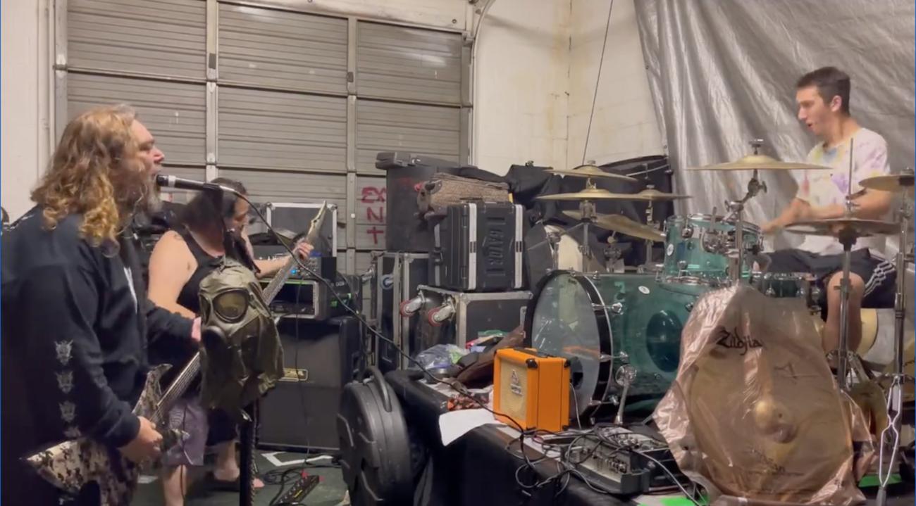 Fear Factory -kitaristi Dino Cazares treenaa Soulflyn kanssa tulevaa kiertuetta varten