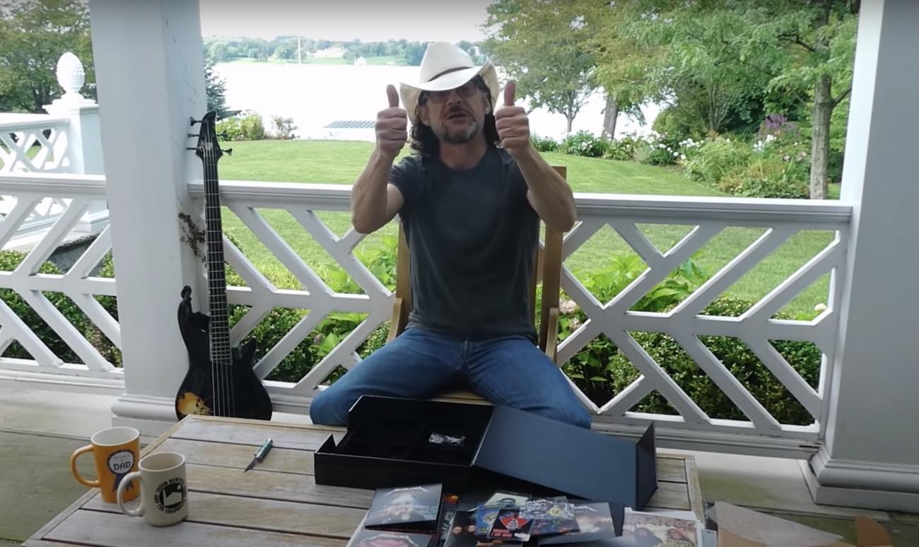 Yllättävä paluu: Jason Newsted paljastaa The Black Album -juhlaboksin sisällön virallisella unboxing-videolla