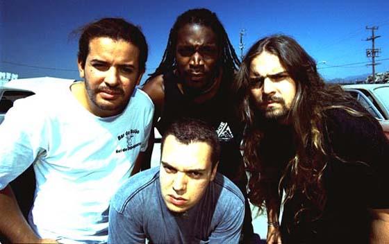 """Sepultura julkaisee kahdeksan LP:n """"Sepulnation""""-boksin – Public Enemy -cover kuunneltavissa"""