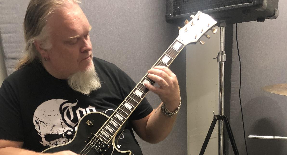Entinen Children Of Bodom -kepittäjä Alexander Kuoppala Khiralin uudeksi kitaristiksi