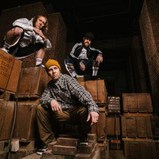 Musiikinkuuntelu Suomessa 2021 – Rock ja hiphop ovat tämän päivän iskelmää