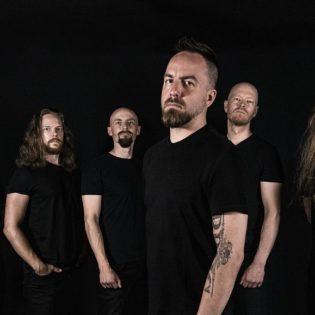 Osallistu kilpailuun ja voita liput itsellesi sekä kaverillesi Bloodred Hourglassin levynjulkaisukeikalle Mikkeli Black Boxiin!