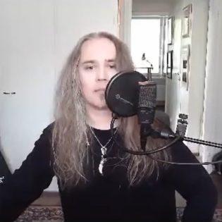 """Kaaoszinen videohaastattelussa """"Mies ja ääni"""" -elämäkerran julkaissut Jarkko Ahola: """"Heavy metallissa itseäni kiehtoi luomusoundit sekä voimakas ilmaisu"""""""