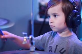 5-vuotiaalla rumpalilla pysyvät kapulat kädessä: versioi esimerkiksi Ghostia, Architectsia ja Halestormia