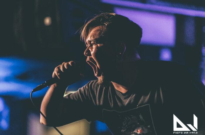 Vahvaa energiaa ja tiivistä tunnelmaa: katso livekuvat Crucify The Faith, Ninetyfive50 ja Enragement -yhtyeiden Bar Loose keikalta