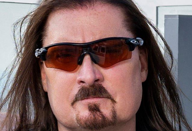 Dream Theaterin James LaBrie paljastaa kieltäytyneensä koe-esiintymisestä Iron Maidenin laulajaksi vuonna 1992