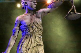 """Metallican """"…And Justice For All"""" -levyn kannessa näkyvä Lady Justice -patsas on pian ostettavissa miniatyyrimuodossa"""